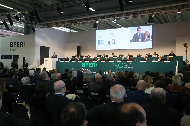 Modena, assemblea Bper: vince la continuità